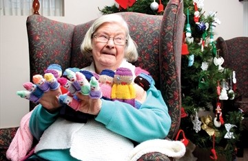PH_FY_Z_CharityKnitter1_Content